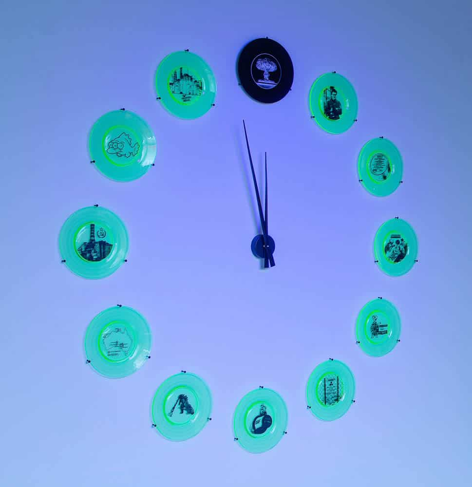 Jennifer Ashley King,  Three Minutes to Midnight, 2015, sandblasted uranium glass, clock parts, 140 x 140 x 6cm, photo: Andrew Barcham