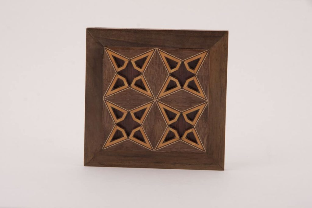 Bahram Taherian, cancellate star design used in the mirror frame of pictures 1 and 2