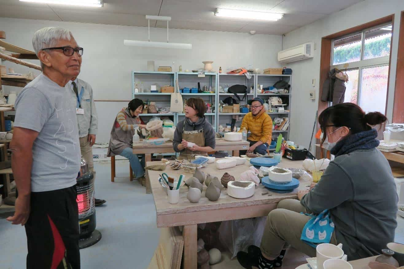 "Iskandar observing the current students in their workshop at the Tajimi City Pottery Design and Research Centre. The policy for every course as stated in the prospectus: ""For students to take into account the inherent features of ceramic and to explore pottery from a contemporary way of design."""