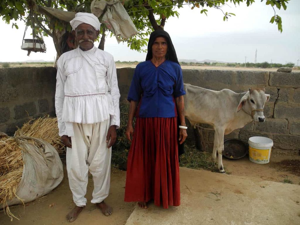 Jamnaben with her husband in the kediyun made by the author