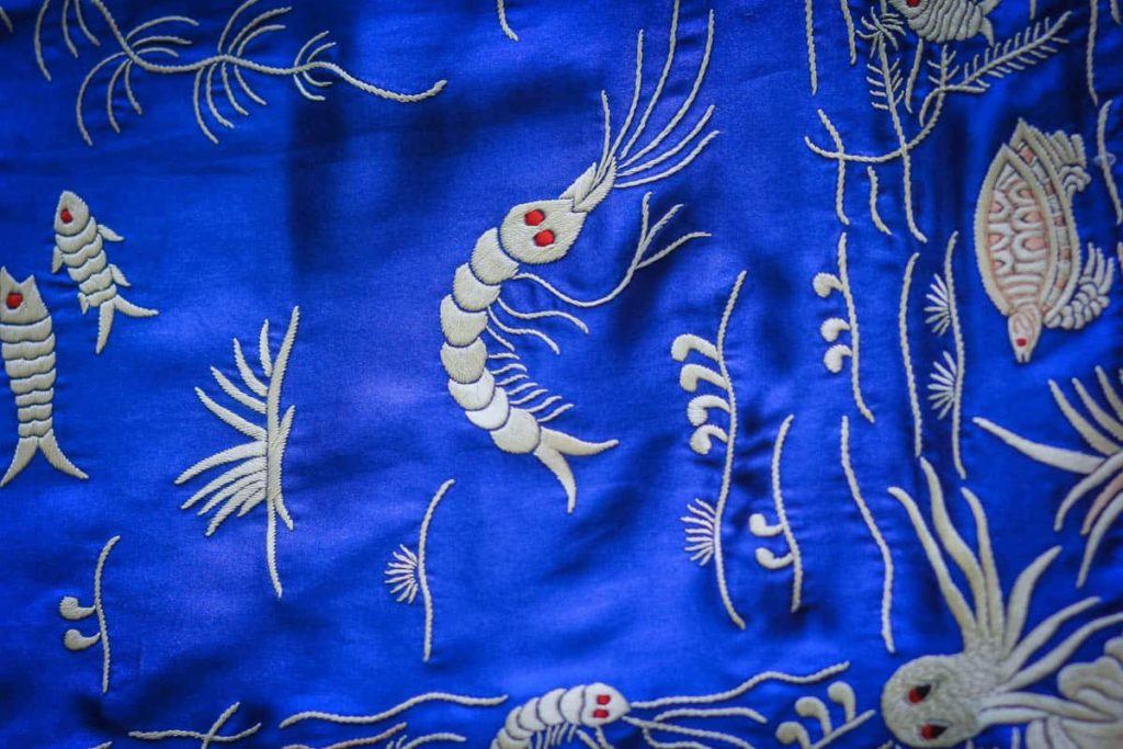 Zenobia Davar, parsi gara sari, shammo satin, silk skeins, technique: satin stitch, stem stitch, style: Border and palla, motifs: Underwater, photo: dolly bhavsar photography