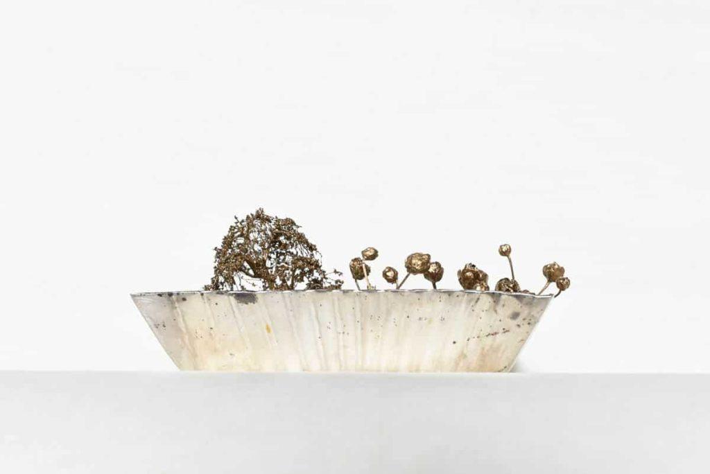 Pei Wu, Mirror garden_ side view, 2016, silver, flowers, grass, gold flakes, 6 x 6 x 2.5cm, photo: Moe Sekiya