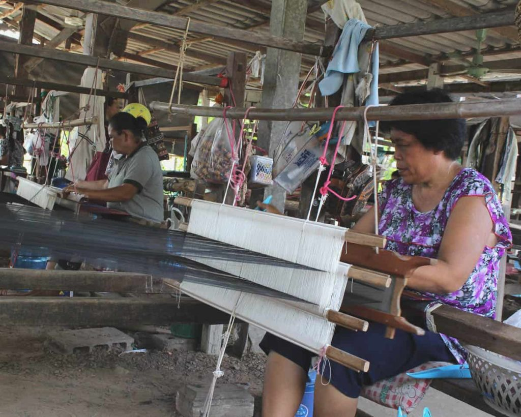 Working artisan, Baantoomthomg group, Buriram Province