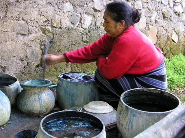 Dyeing textiles