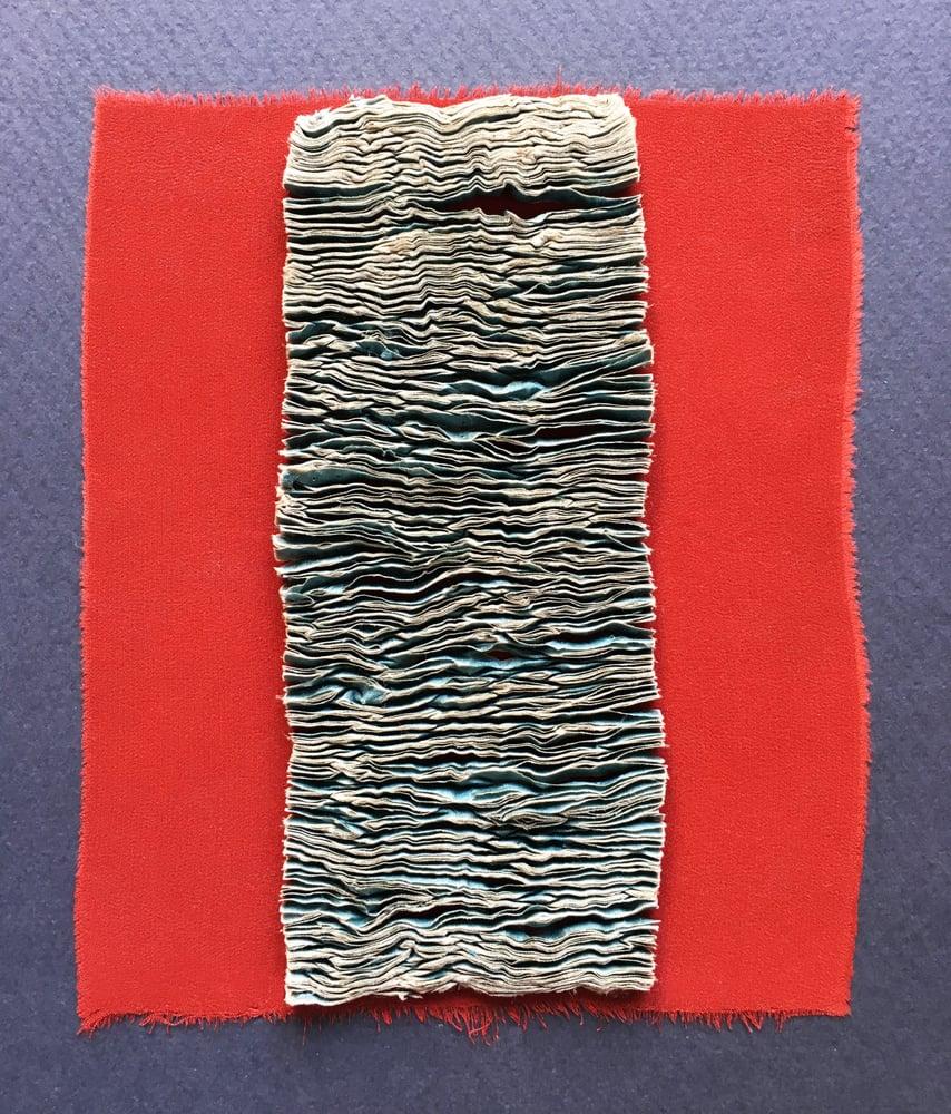 Paola Moreno, Pequeña textura sobre rojo, silk, 16 x 14 cm, made in Santiago, Chile,  photo: Paola Moreno