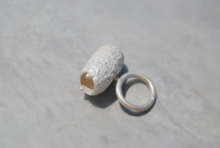 Martina Dempf, Temporary home, ring, 2009, silver, cocoon cast, silver mounted, 4 x 3.5 x 1.7 cm