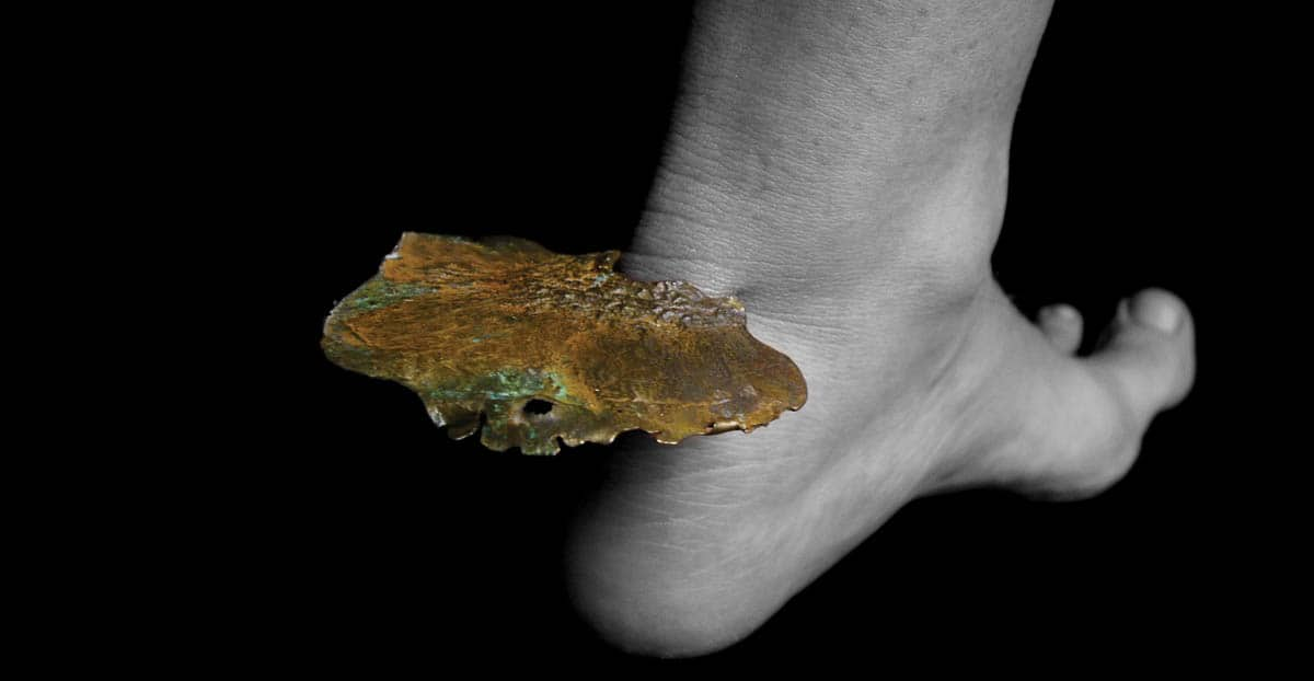 Marisa Molin, Symbiosis Series - Ankle Fungus (After 2), 2007, Bronze,  sterling silver, 8 x 6.3 x 1.5cm, photo: Marisa Molin, made in Tasmania