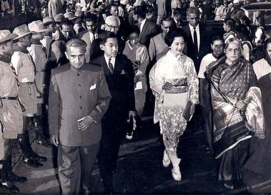 Kamaladevi Chattopadhyaya leading their Imperial Highnesses to the dias