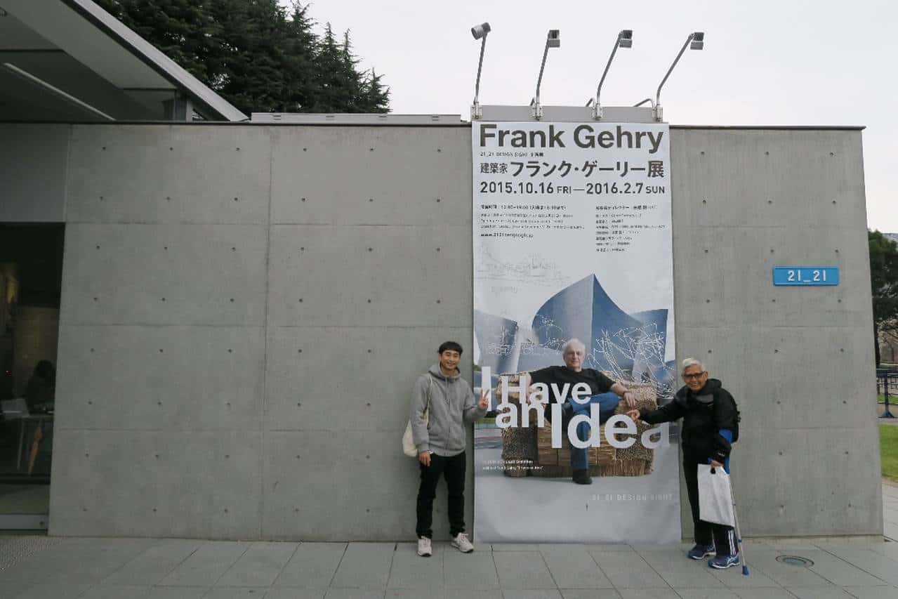 Posing with Frank Gehry at his survey exhibition held at 21_21 DESIGN SIGHT, a contemporary design venue located in Tokyo Midtown.