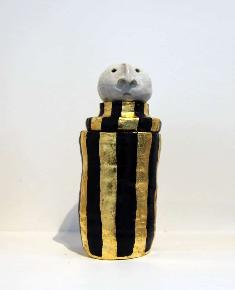 Kim Jaeger, The Clown wore the same clothes as the King, 2016, stoneware clay and glaze, gold leaf, 22 x 10 cm approx