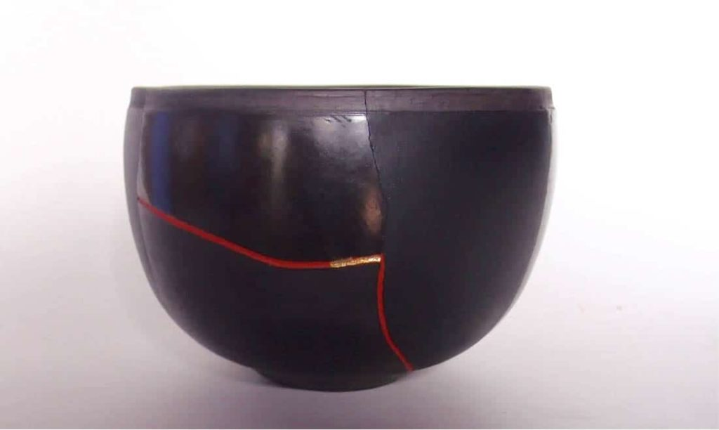 Petrus Spronk, sit with the black moon and concentrate on this: movement in stillness power in silence, 2016, burnished, wood fired and smokedearthenware, earth red pigment, gold leaf
