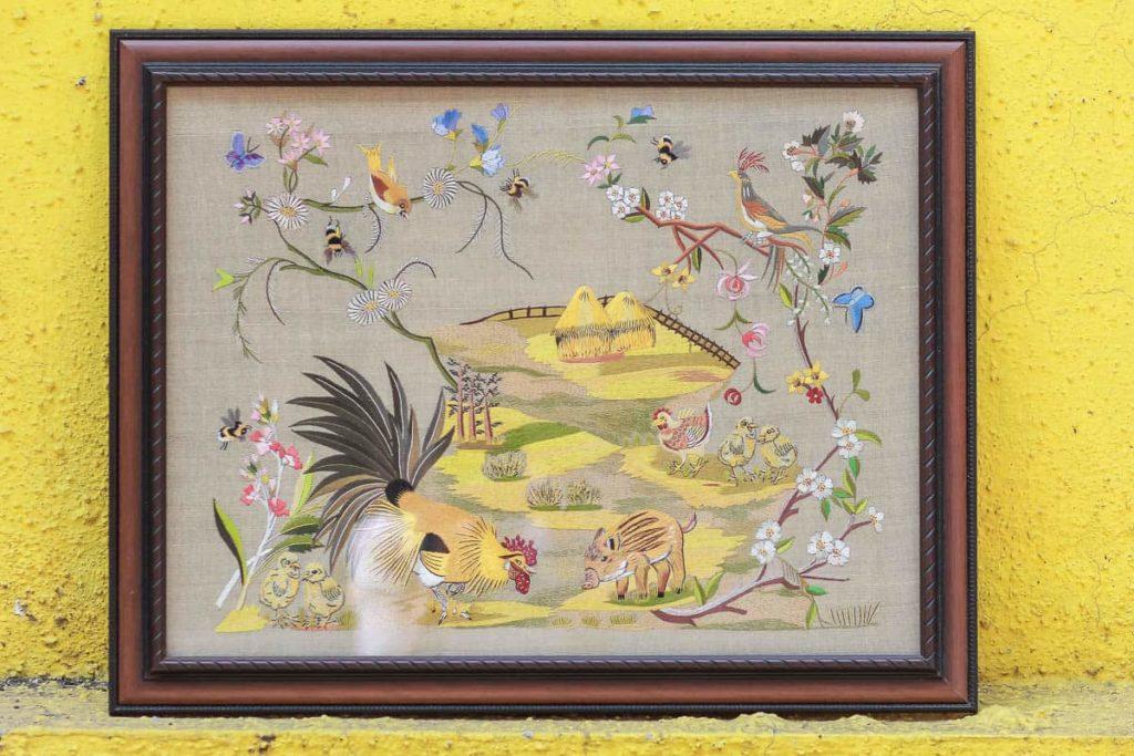 Zenobia Davar, Gara photo frames, organza and silk skeins, 1 x 1 feet, photo: dolly bhavsar photography