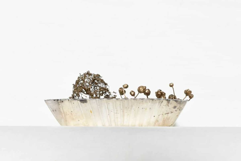 Pei Wu, Mirror garden_ side view, 2016, silver, flowers, grass, gold flakes, 6 x 6 x 2.5cm, photo: Moe Sekiya