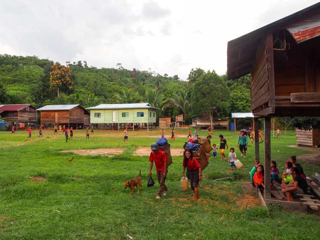 Long Lamam artisans, Long Lamam village, 2015, photo Elaine Chan
