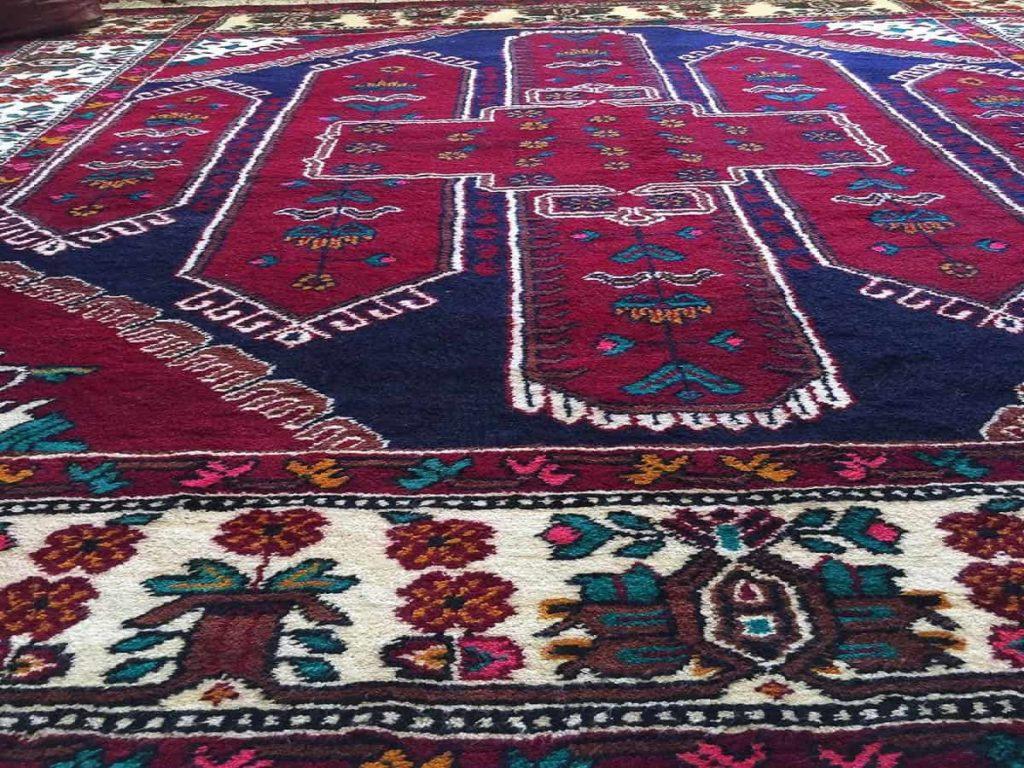 Nahla Soukarye, alboxe, 1985, sheep wool, 3 x 5m, photo: Nahla Soukarye