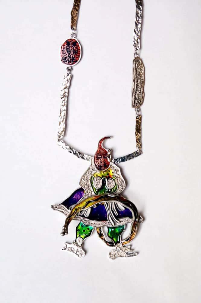 Nikoo Nooriyan, Picheshe khosro va khosra (Twisting of khosro and khosra), 2016, silver, filigree, enamels, 9 cm