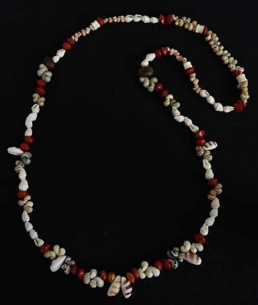 Pamela Yunupiŋu Marrawaymala, Girring Girring (Necklace), Seed beads and shell beads on polyester thread, 2017