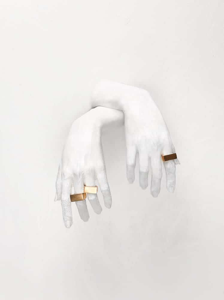 Clarissa Kwok, Contour 01, 2012, gold plated silver, paint, 2.2 x 1.0 x 2.0 cm, photo: Michael Marcus Hutabarat and Andrea Marpaung
