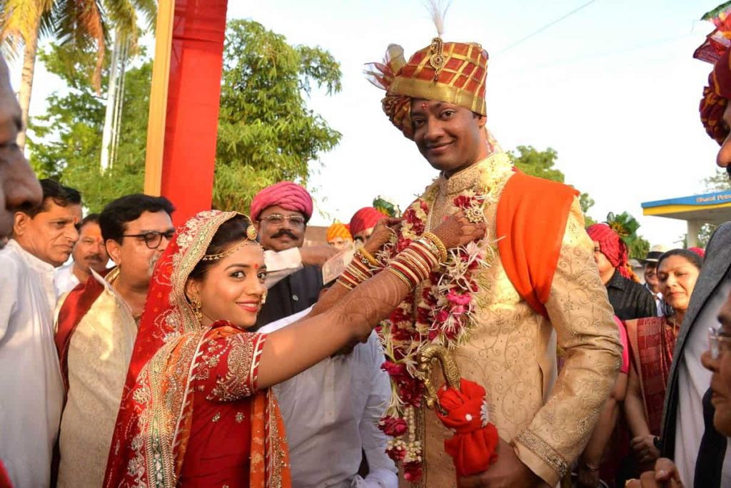 The garlanding ritual whereby the bride receives the groom upon his arrival (at the wedding venue). This ritual marks the commencement of the elaborate wedding ceremony. Place: Gujarat, India; photo: Author