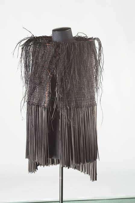 Tui Cloak, harakeke, muka, copper, dye, photo:Norm Heke