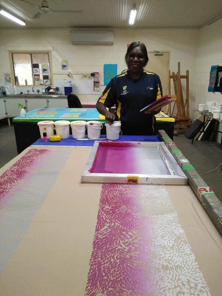 Daphne Marks printing her Yalka – Bush Onion design at Ikuntji Artists – photo by Chrischona Schmidt/Ikuntji Artists