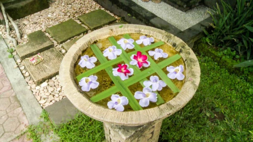 Example of a Flower and Water Bowl, Ubud, 2013, Photo: Mary Lou Pavlovic