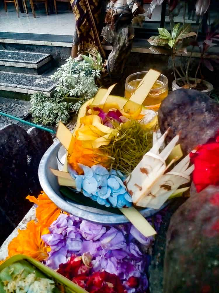 Water and flowers in Bali - Garland Magazine