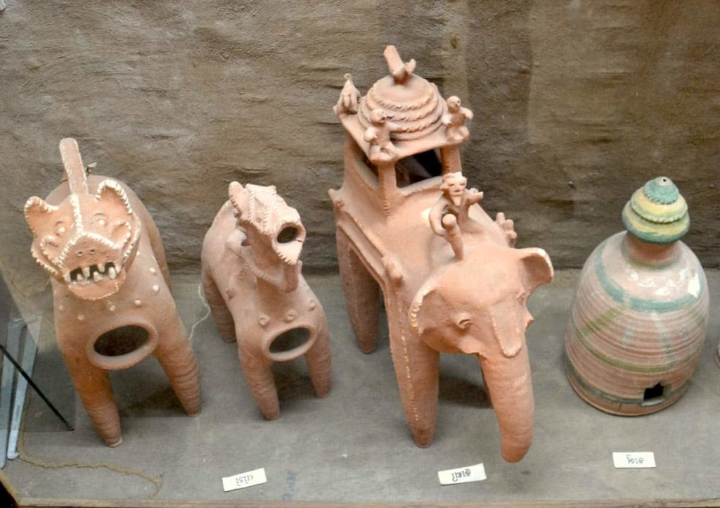 Votive terracottas displayed at the Adivasi Museum in Chhota Udaipur, Gujarat. Image courtesy: Design Innovation and Craft Resource Centre (DICRC), CEPT University.