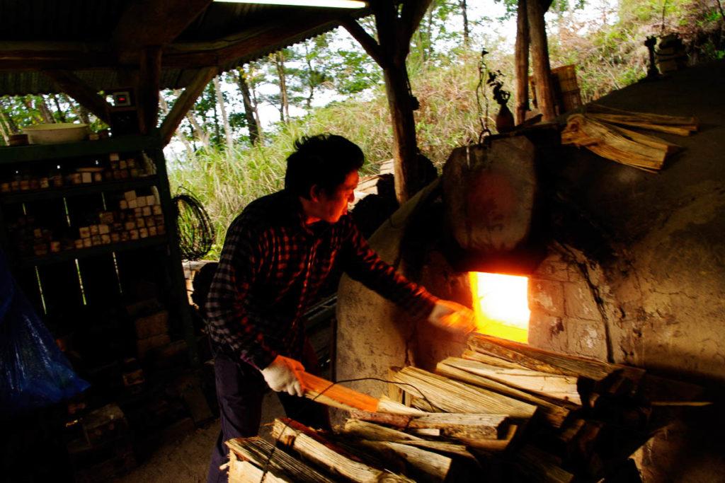 Nakai Kazuhito firing Shigaraki kiln
