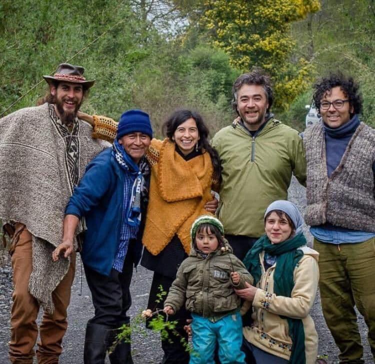 Macarena de Lapreyra (bottom right) with colleagues from Fundacion Wechoyen
